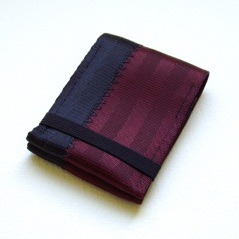oxblood cardholder with elastic band